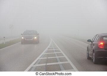 voitures, brouillard, route