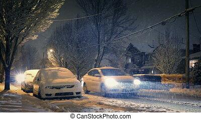 voitures, nuit, passe, tempête neige, maisons