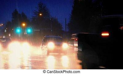 voitures, soir, pluie torrentielle, passe