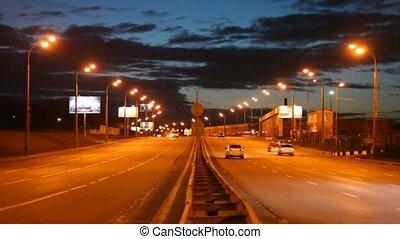 voitures, soir, route
