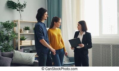 vrai, acheteurs, propriété, maison, projection, agent, conversation, contrat, nouveau, discuter