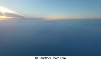 vrai, mouche, aérien, collines, nature, coup, sur, appareil photo, lumière soleil, levers de soleil, dawn., bourdon, nuages, dorsale, vol, foggy., levers de soleil