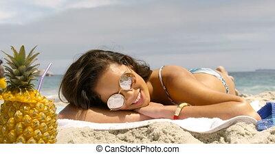 vue, course, délassant, plage, femme, devant, mélangé, 4k