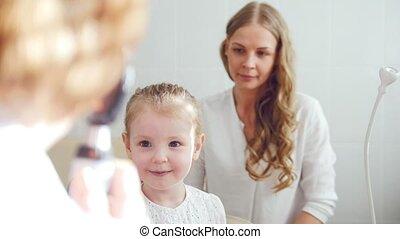 vue, enfant, -, haut, ophtalmologie, diagnostic, optométriste, girl, peu, chèque