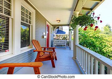 windows., porche, maison, grille, gris, deux, devant, blanc
