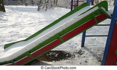 winter., childrens, slide., neige, cour de récréation, couvert, enfants, vide