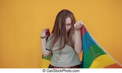 yeux, garder, derrière, tête, couvert, ouvert, drapeau, main, femme, décontracté, lbgt
