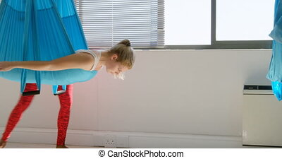 yoga, entraîneur, femme, hamac, utilisation, enseignement, 4k, femme