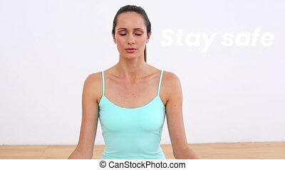 yoga, maison, caucasien, mots, sûr, pendant, femme, coronavirus, pandémie, séjour